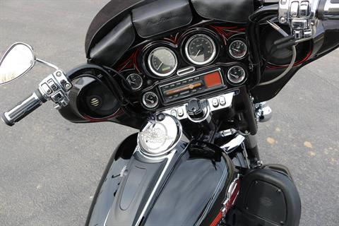 2005 Harley-Davidson FLHTCUI Ultra Classic® Electra Glide® in Carroll, Iowa - Photo 12