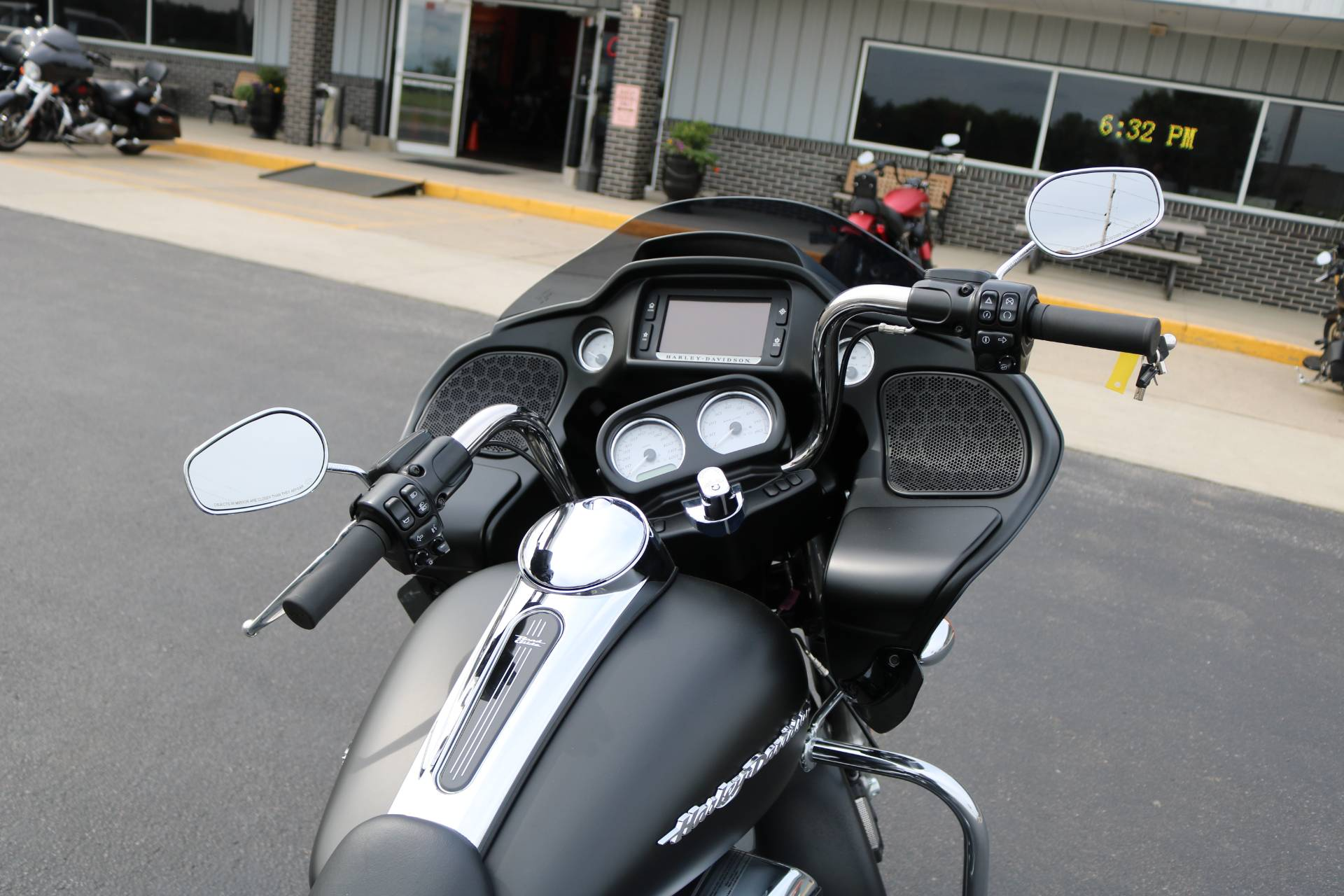2018 Harley-Davidson Road Glide® in Carroll, Iowa - Photo 12