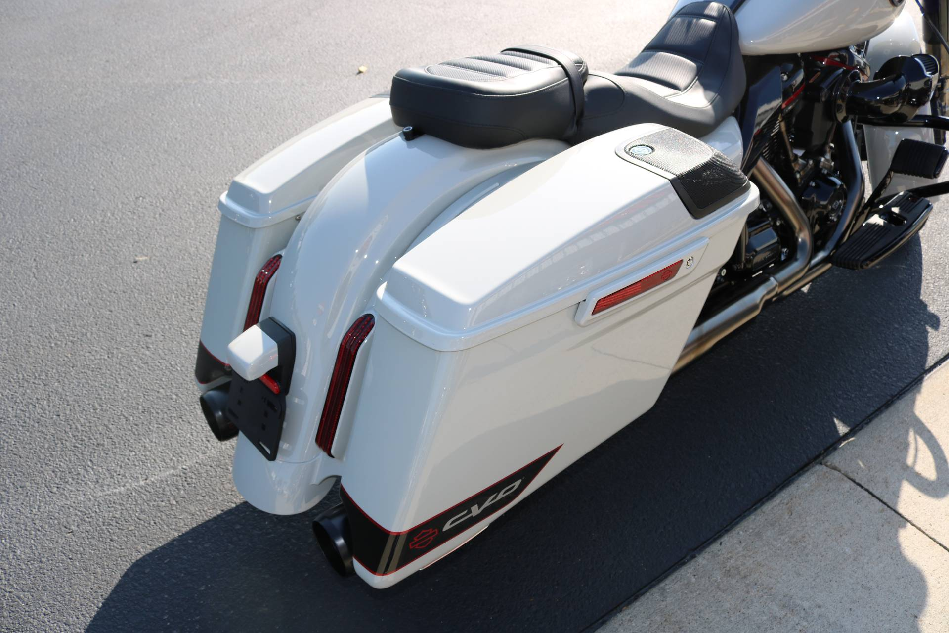2020 Harley-Davidson CVO™ Street Glide® in Carroll, Iowa - Photo 9