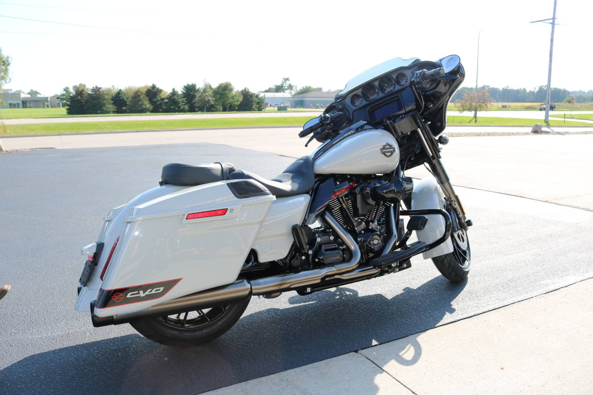 2020 Harley-Davidson CVO™ Street Glide® in Carroll, Iowa - Photo 13