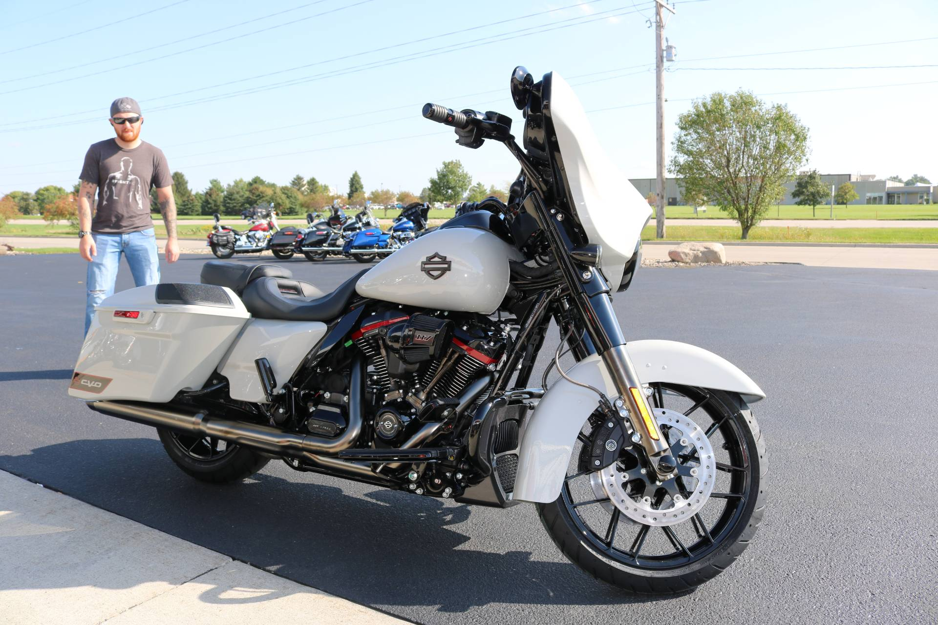 2020 Harley-Davidson CVO™ Street Glide® in Carroll, Iowa - Photo 14