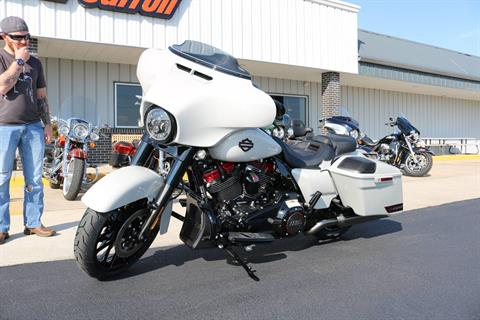 2020 Harley-Davidson CVO™ Street Glide® in Carroll, Iowa - Photo 15