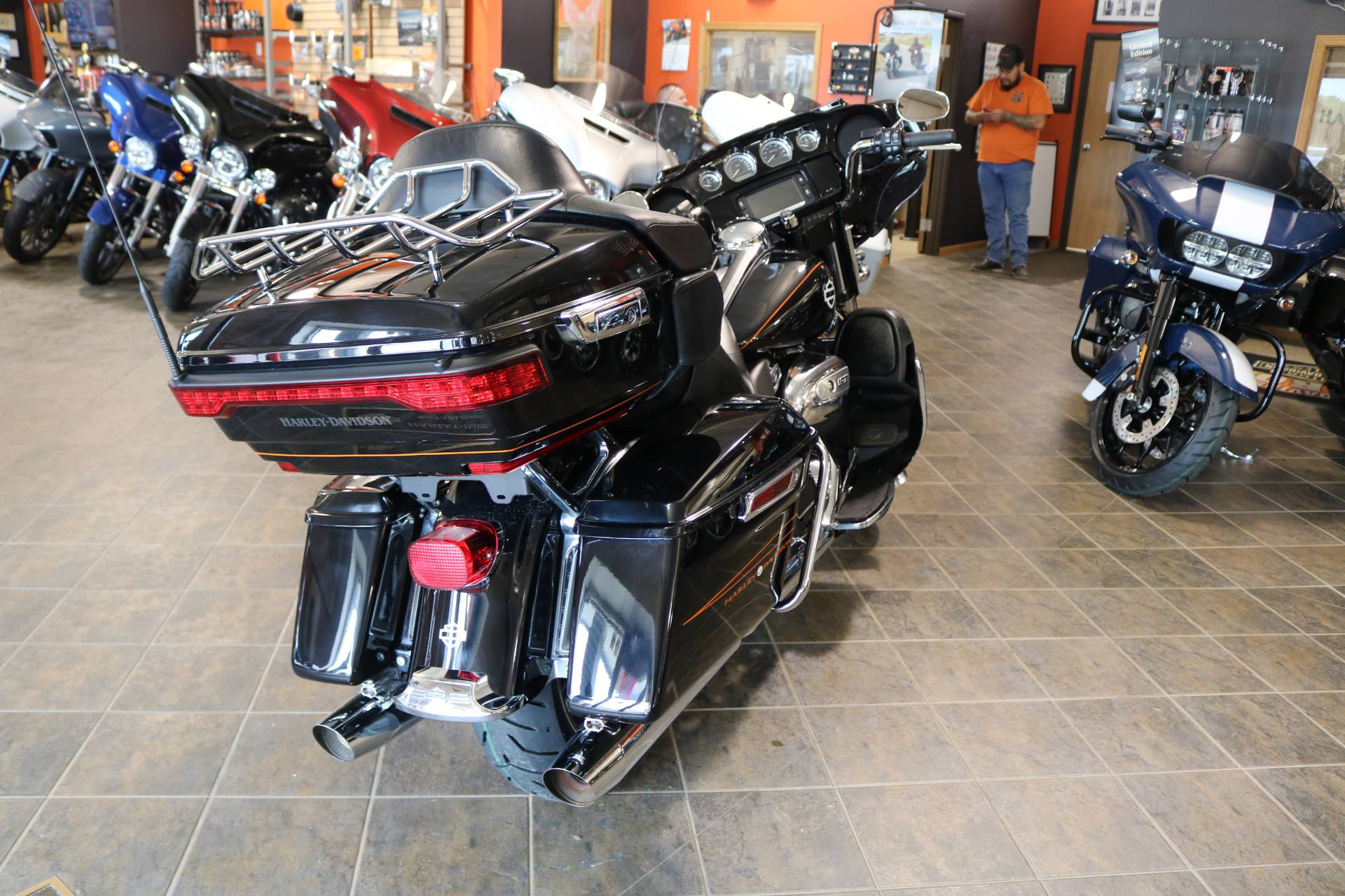 2016 Harley-Davidson Street Glide® Special in Carroll, Iowa - Photo 14