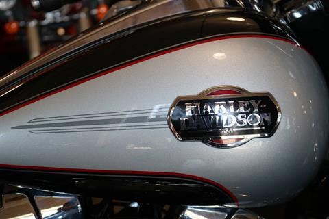 2011 Harley-Davidson Ultra Classic® Electra Glide® in Carroll, Iowa - Photo 8