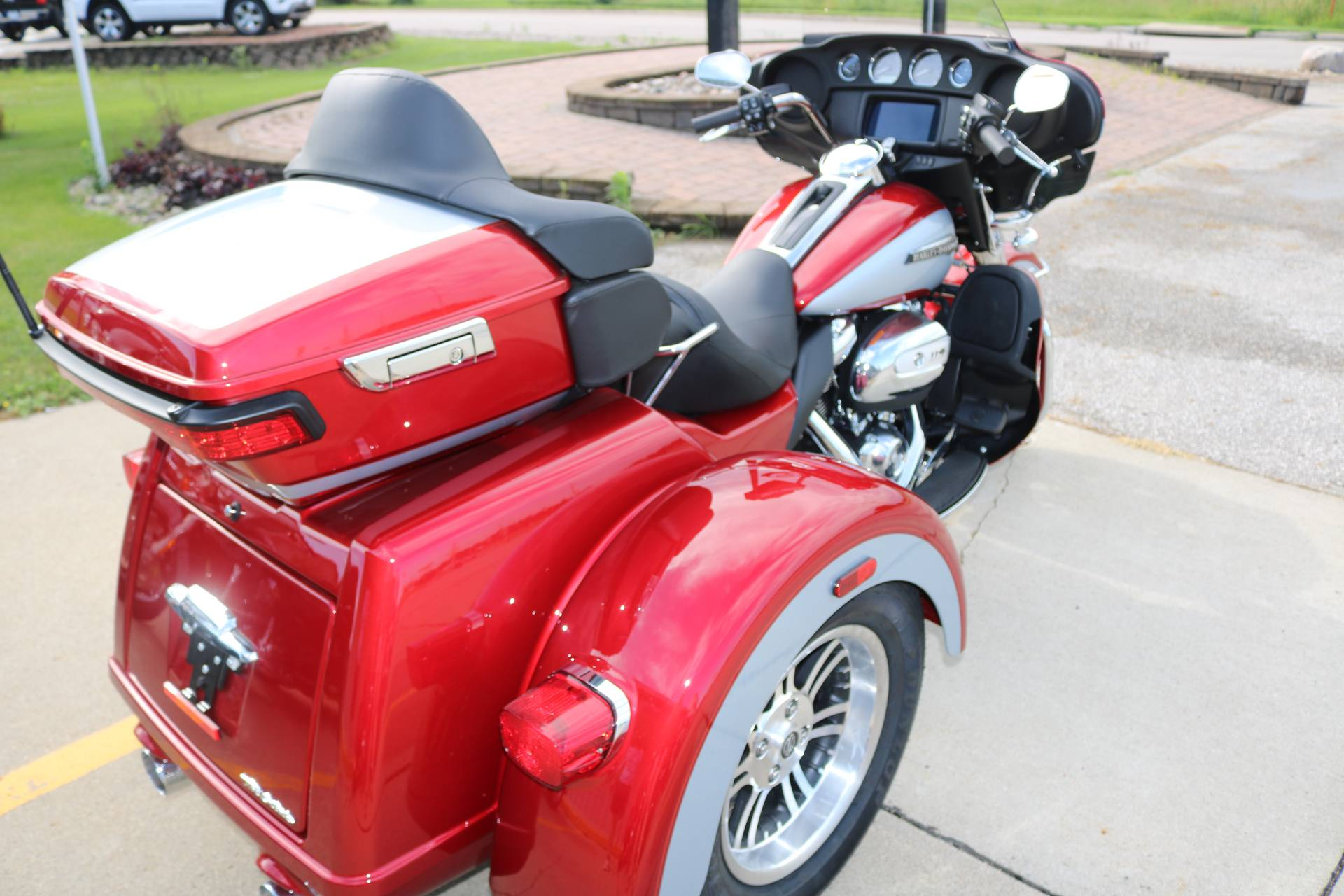 2019 Harley-Davidson Tri Glide® Ultra in Carroll, Iowa - Photo 12