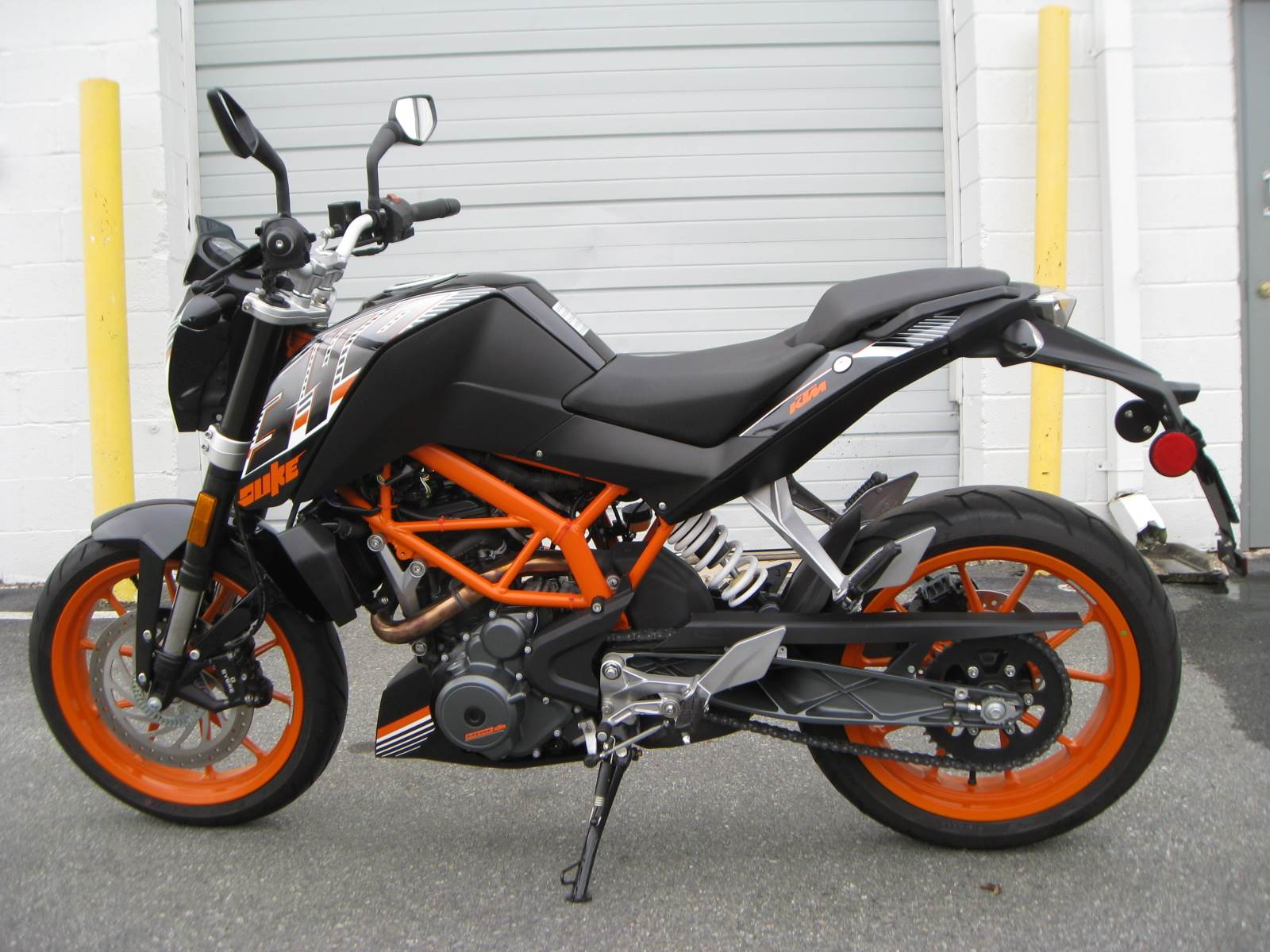 2015 KTM 390 Duke ABS in Gaithersburg, Maryland