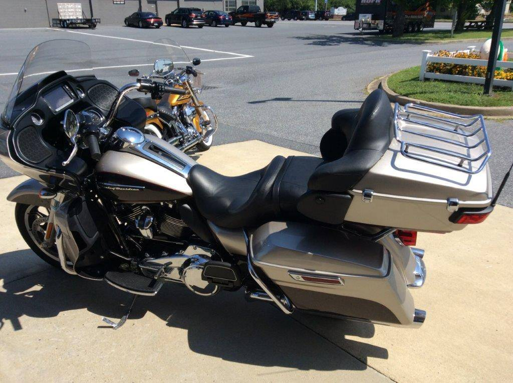 2018 Harley-Davidson Road Glide® Ultra in Frederick, Maryland - Photo 2