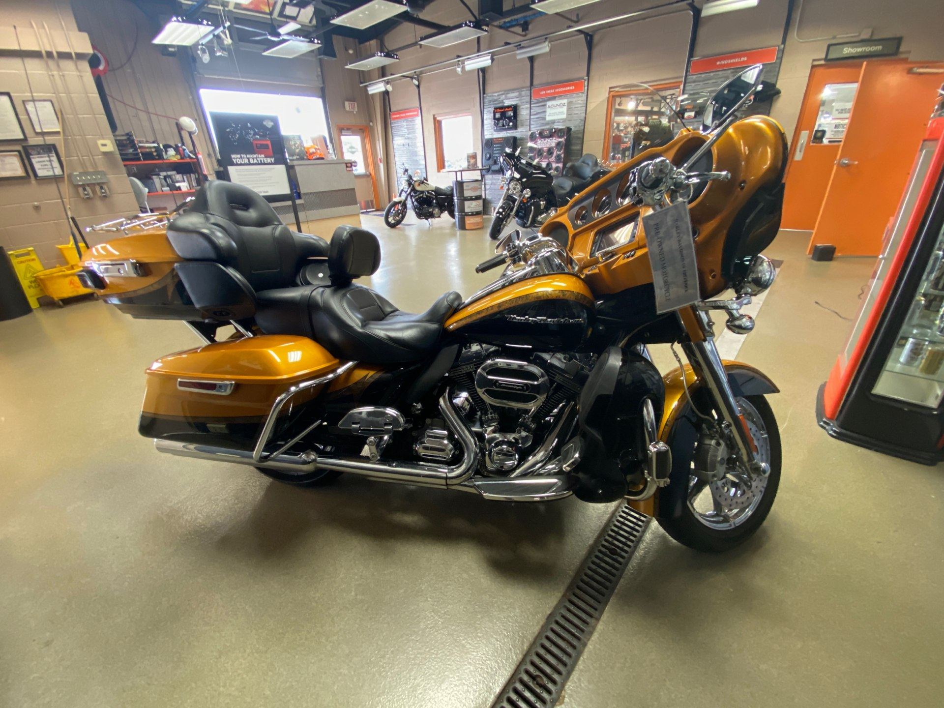 2015 Harley-Davidson CVO™ Limited in Frederick, Maryland - Photo 7