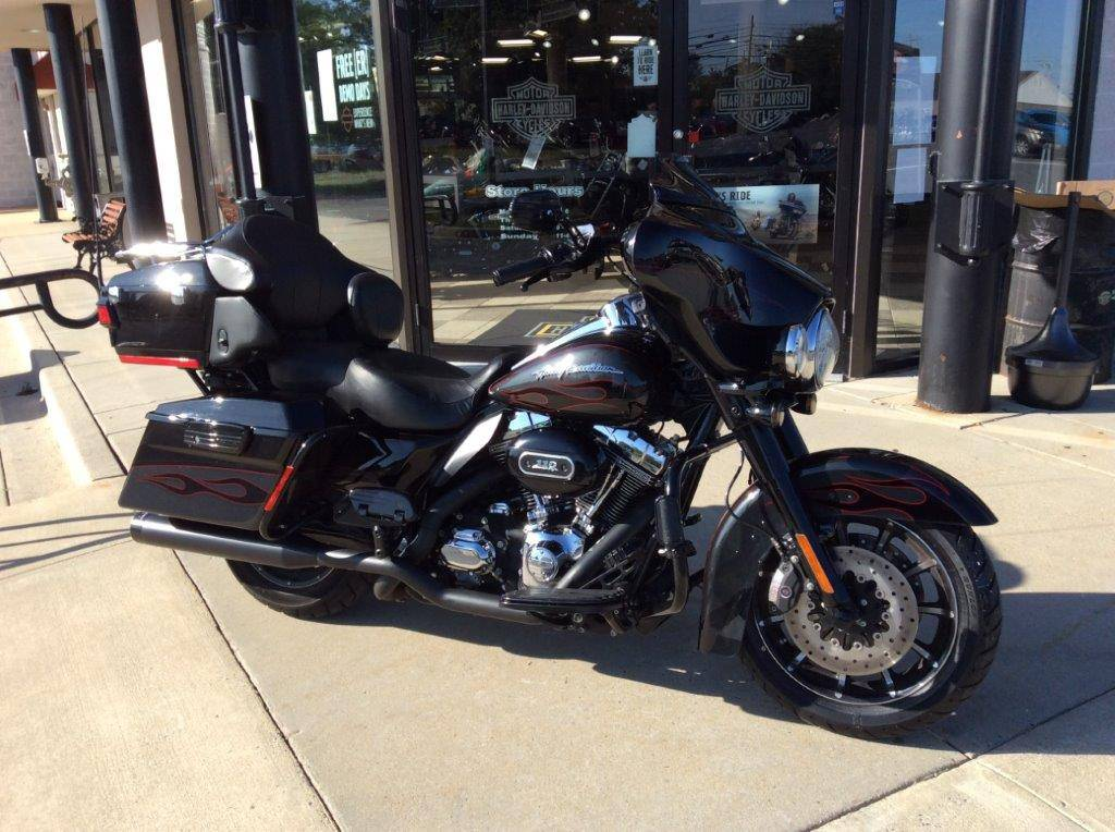 2010 Harley-Davidson CVO™ Ultra Classic® Electra Glide® in Frederick, Maryland - Photo 3