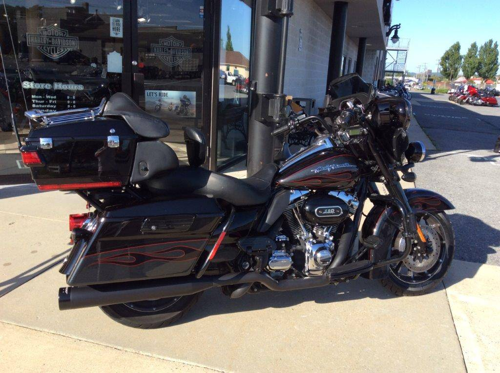 2010 Harley-Davidson CVO™ Ultra Classic® Electra Glide® in Frederick, Maryland - Photo 4