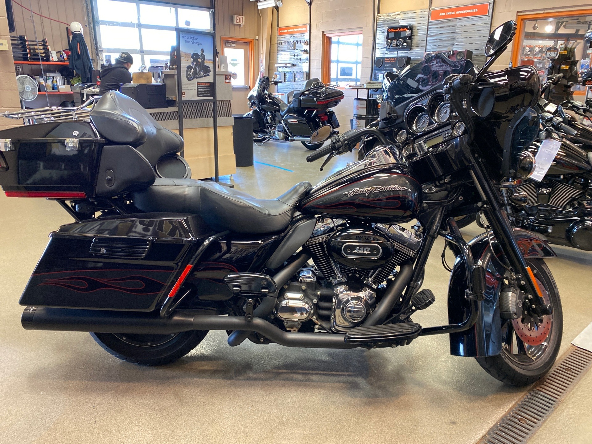 2010 Harley-Davidson CVO™ Ultra Classic® Electra Glide® in Frederick, Maryland - Photo 8