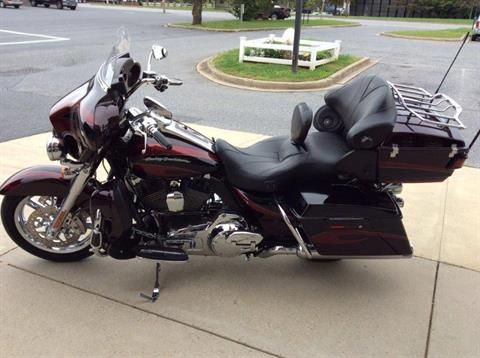 2013 Harley-Davidson CVO™ Ultra Classic® Electra Glide® in Frederick, Maryland - Photo 6