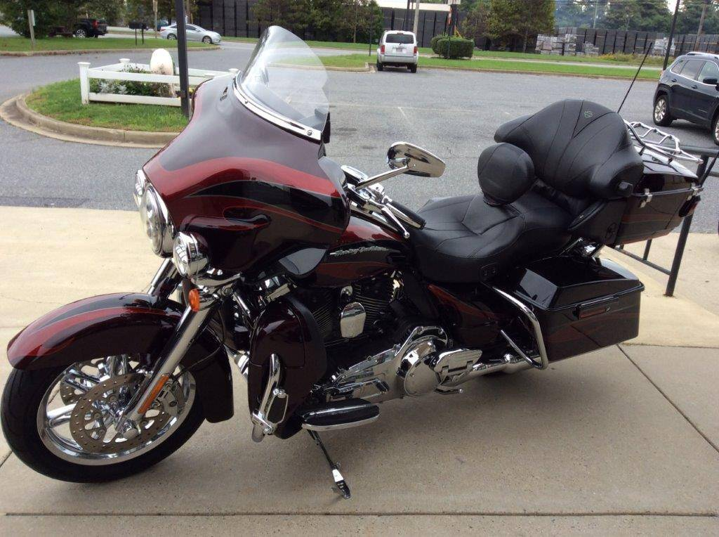 2013 Harley-Davidson CVO™ Ultra Classic® Electra Glide® in Frederick, Maryland - Photo 7