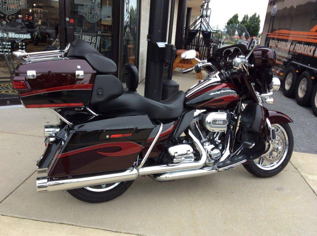 2013 Harley-Davidson CVO™ Ultra Classic® Electra Glide® in Frederick, Maryland - Photo 11