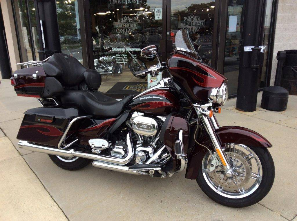 2013 Harley-Davidson CVO™ Ultra Classic® Electra Glide® in Frederick, Maryland - Photo 12