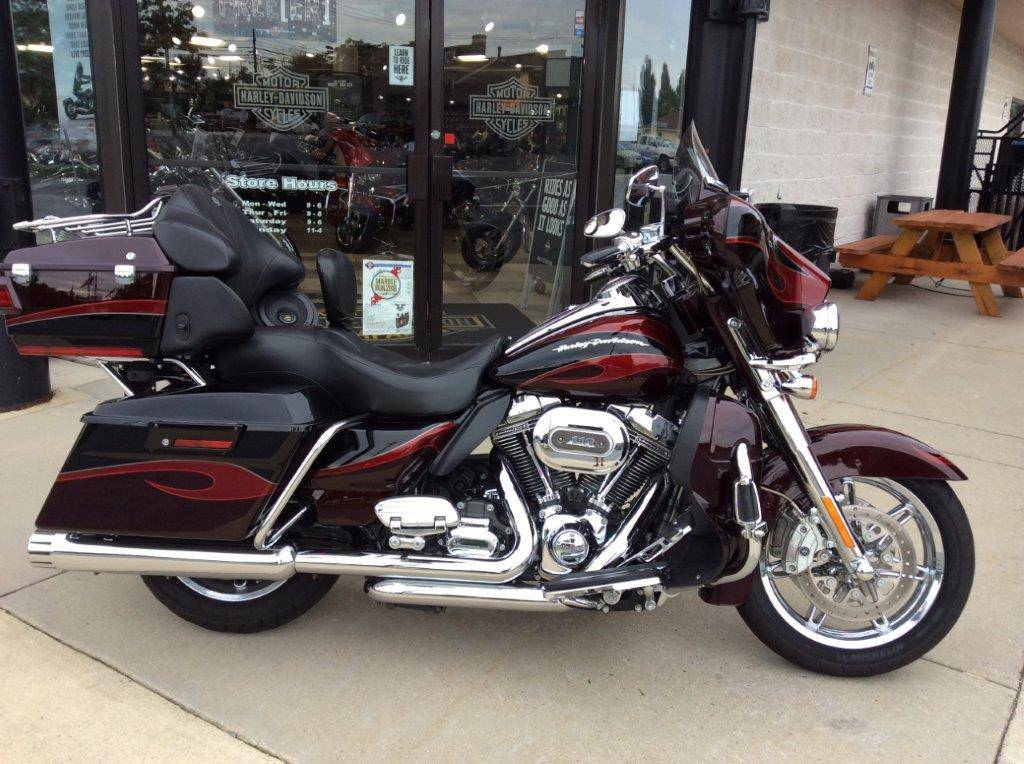 2013 Harley-Davidson CVO™ Ultra Classic® Electra Glide® in Frederick, Maryland - Photo 13