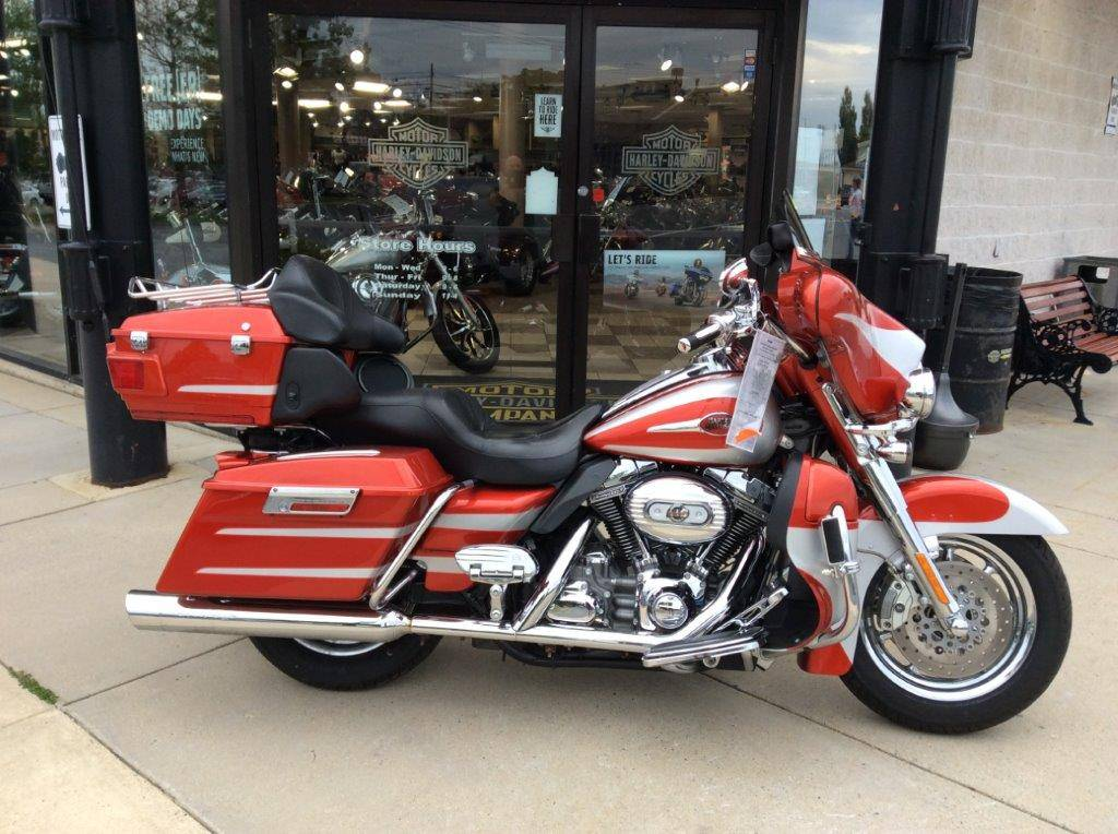 2008 Harley-Davidson CVO™ Screamin' Eagle® Ultra Classic® Electra Glide® in Frederick, Maryland - Photo 2