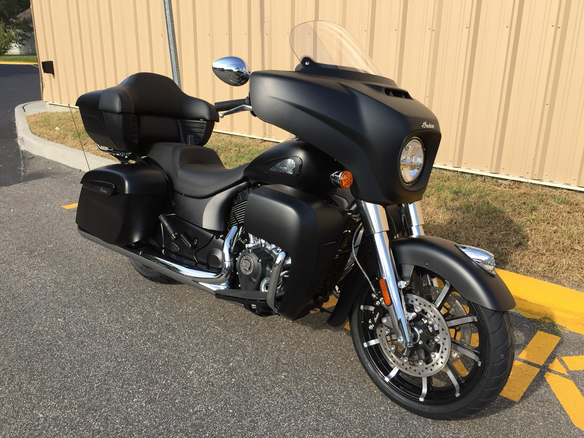 2020 Indian Roadmaster® Dark Horse® in Chesapeake, Virginia - Photo 3