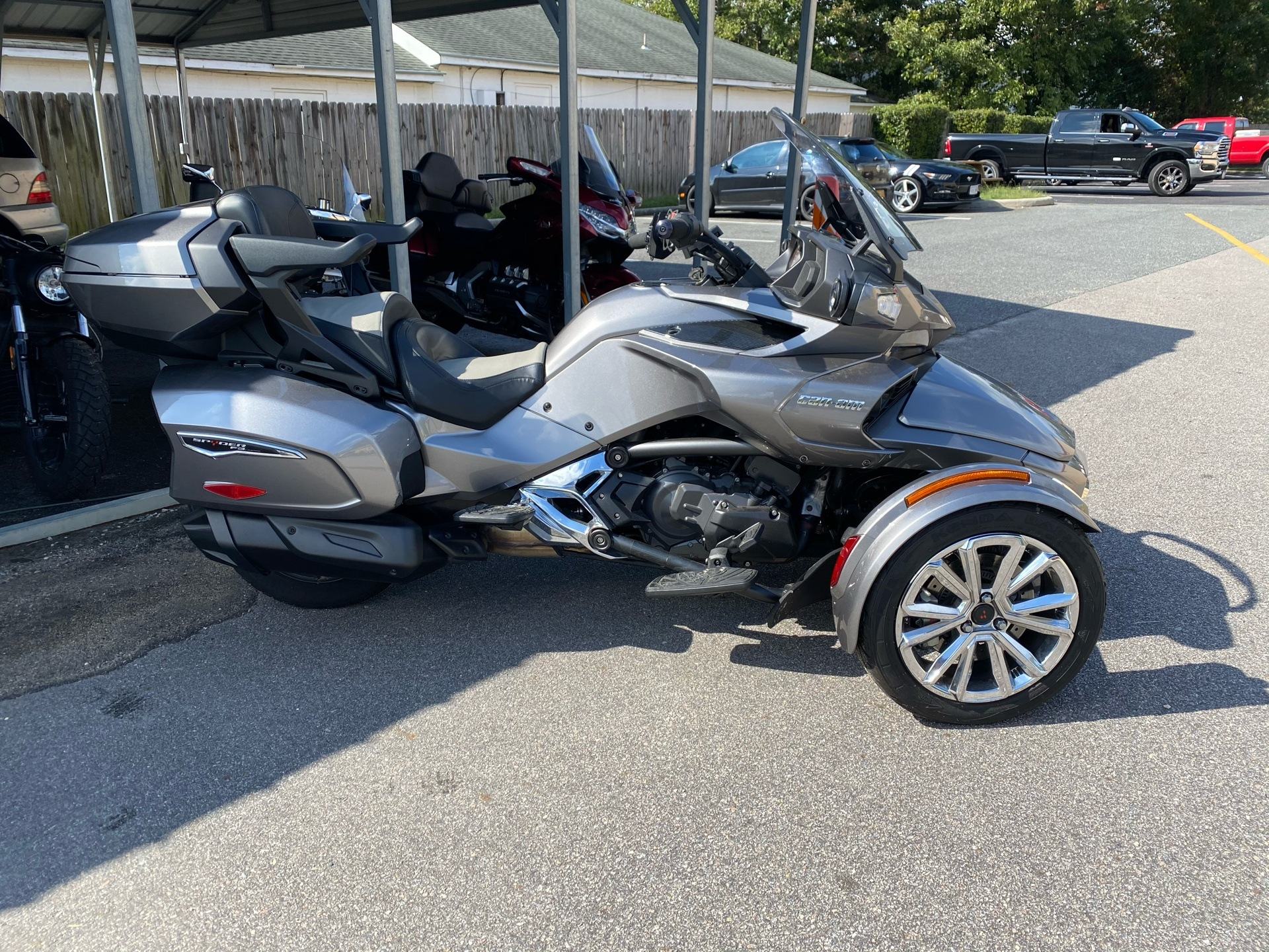 2017 Can-Am Spyder F3 Limited in Chesapeake, Virginia - Photo 2
