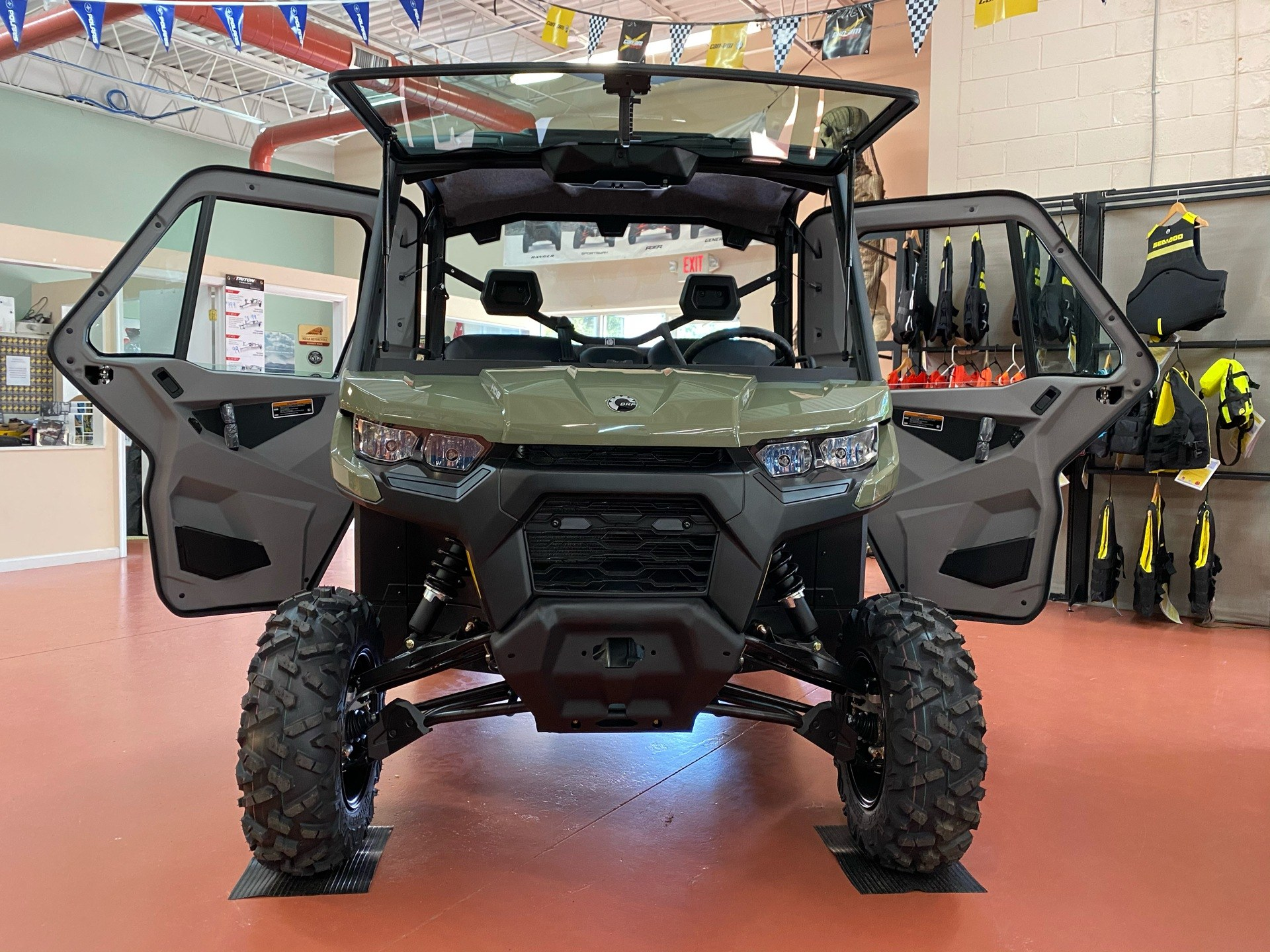 2021 Can-Am Defender DPS CAB HD8 in Chesapeake, Virginia - Photo 2