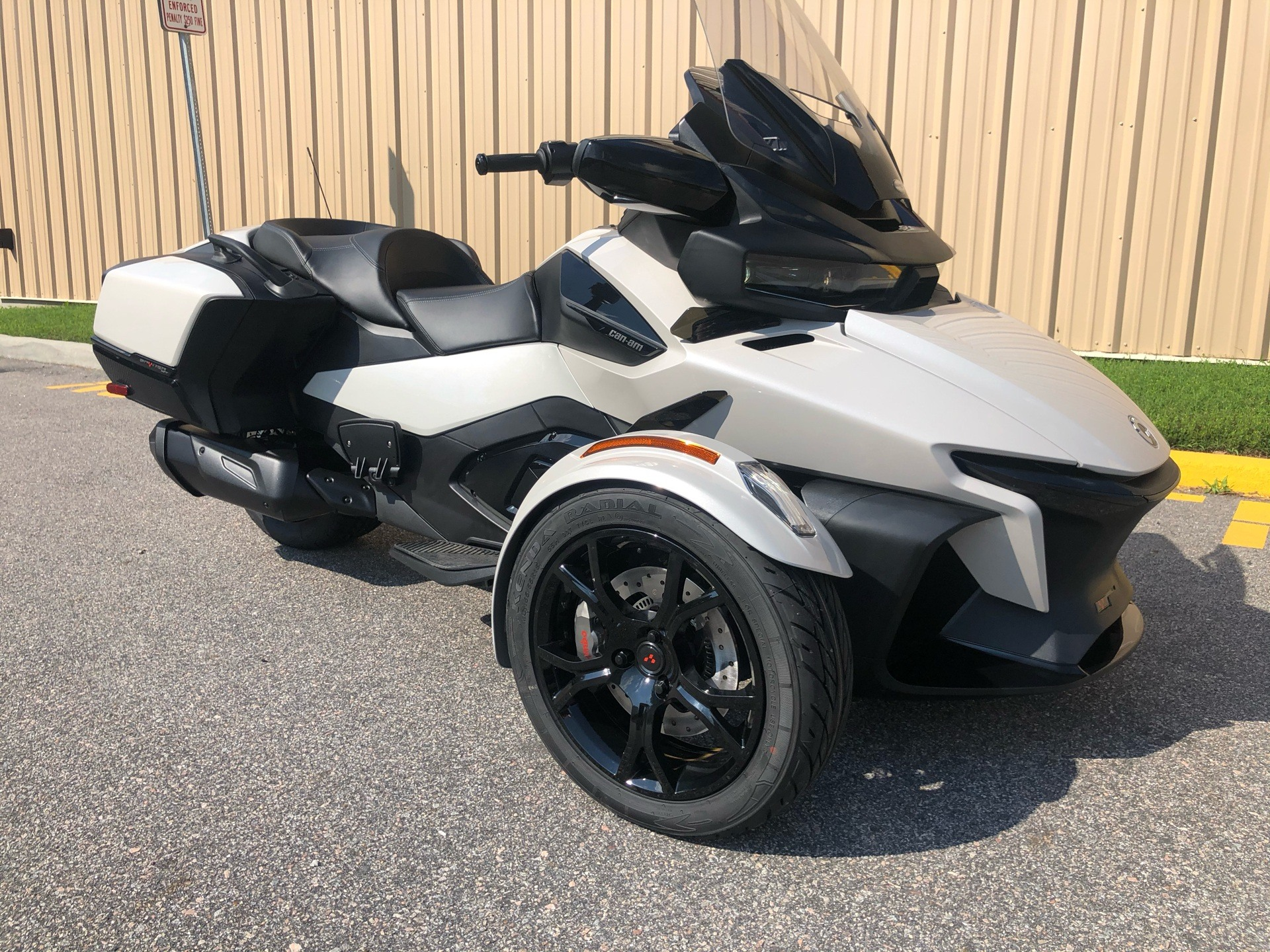 2020 Can-Am Spyder RT in Chesapeake, Virginia - Photo 2