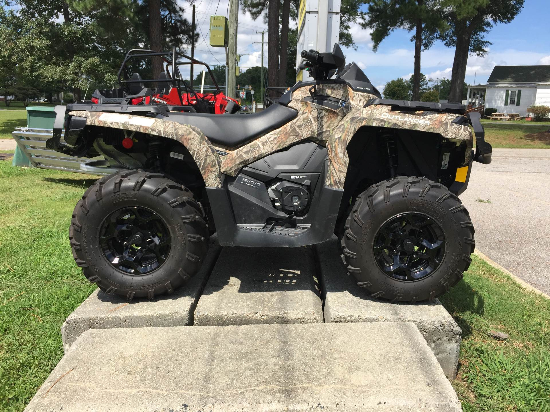 2015 Can-Am™ Outlander XT 500 1