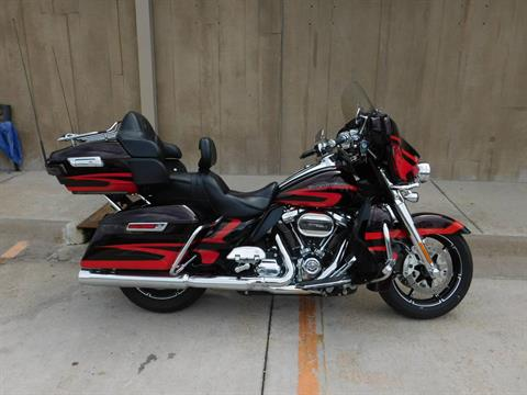 2017 Harley-Davidson CVO™ Limited in Colorado Springs, Colorado - Photo 1