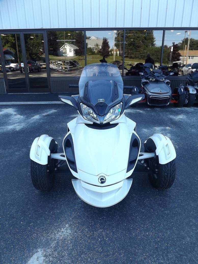 2014 Can-Am Spyder® ST SE5 in Lewiston, Maine - Photo 2