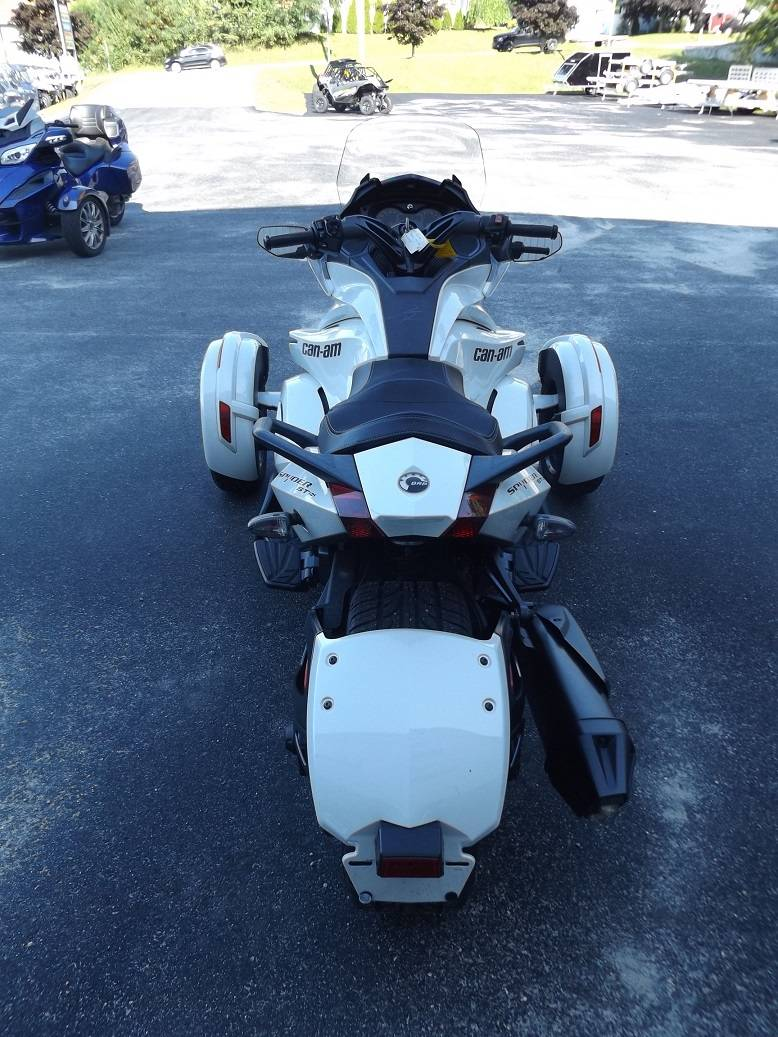 2014 Can-Am Spyder® ST SE5 in Lewiston, Maine - Photo 3