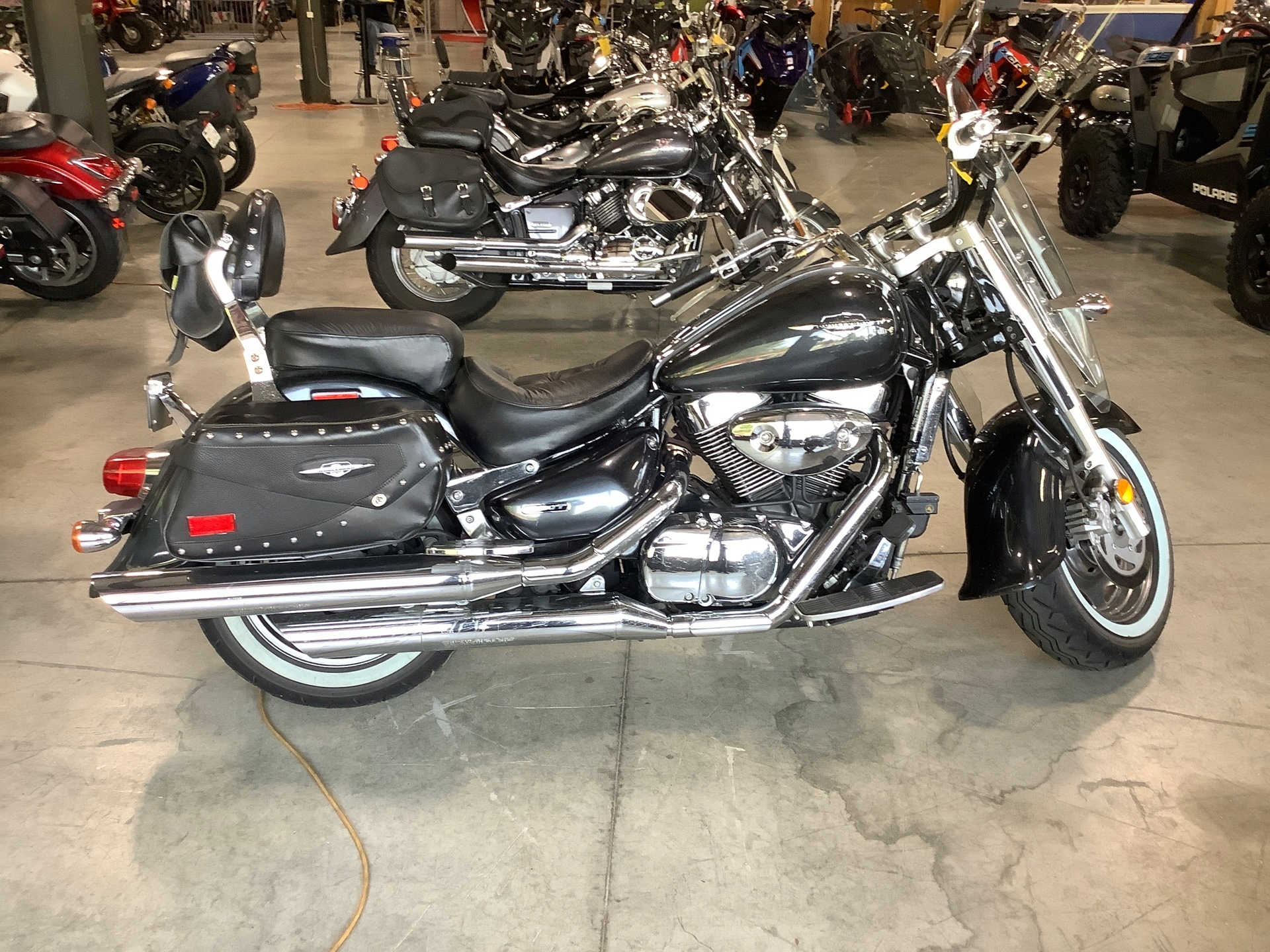 2006 Suzuki Boulevard C90T in Lewiston, Maine - Photo 2