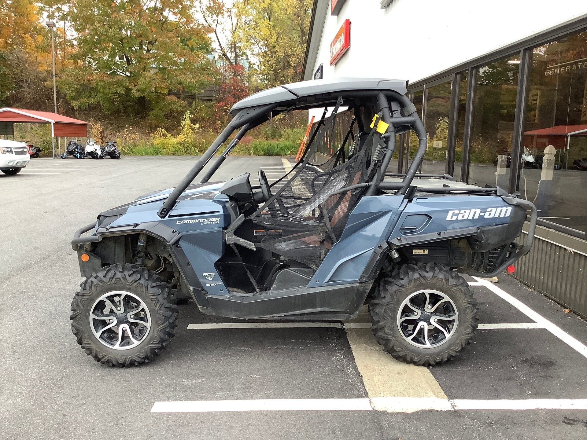 2017 Can-Am Commander Limited in Lewiston, Maine - Photo 2