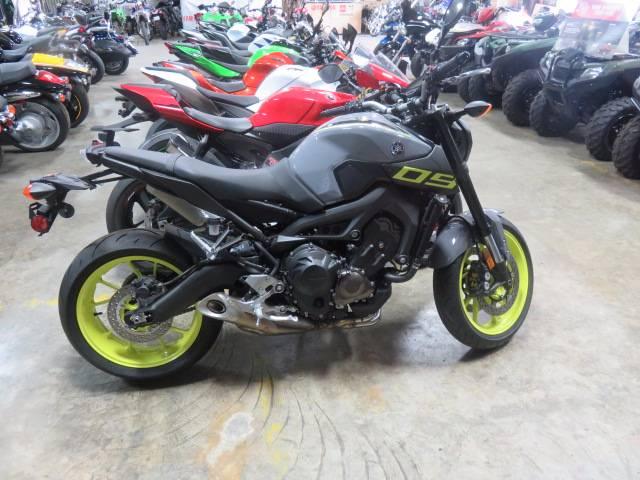 2015 Yamaha FZ09 1