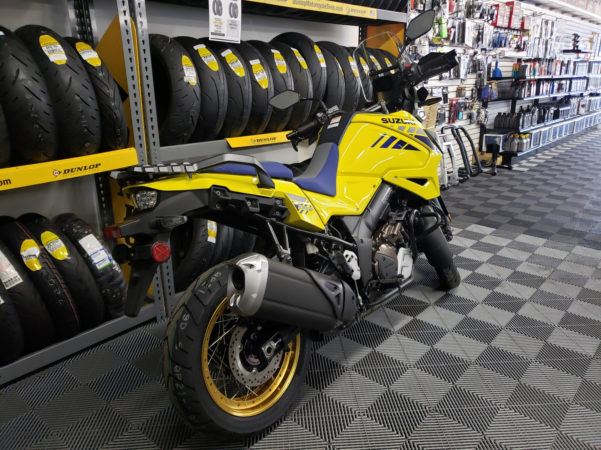 2020 Suzuki V-Strom 1050XT in Van Nuys, California - Photo 3
