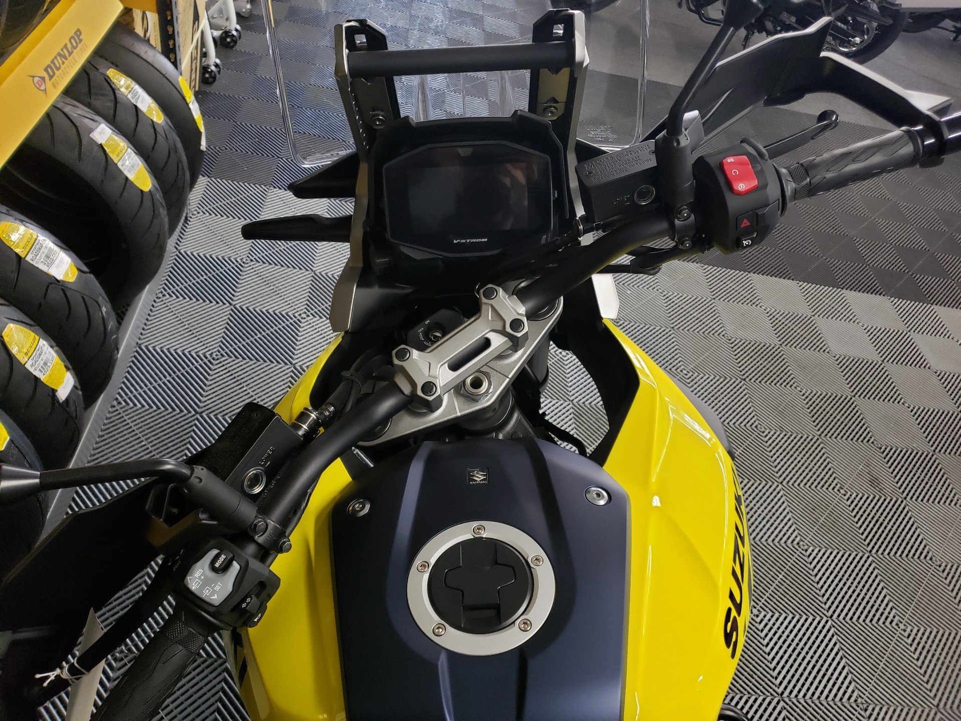 2020 Suzuki V-Strom 1050XT in Van Nuys, California - Photo 5