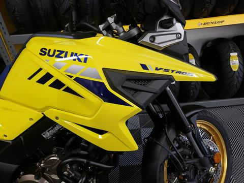 2020 Suzuki V-Strom 1050XT in Van Nuys, California - Photo 6