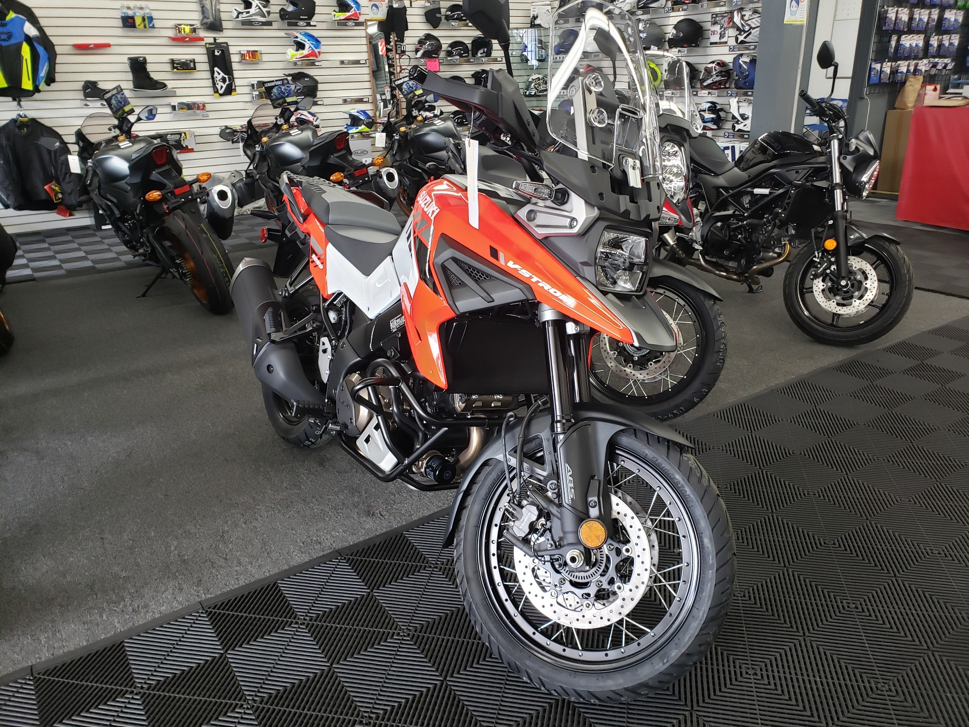 2020 Suzuki V-Strom 1050XT in Van Nuys, California - Photo 4