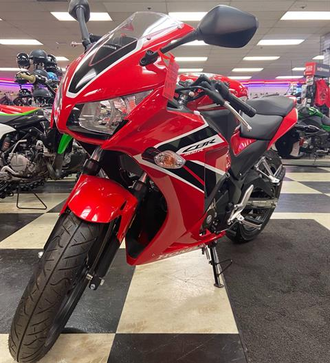 2017 Honda CBR300R in Oak Creek, Wisconsin - Photo 4