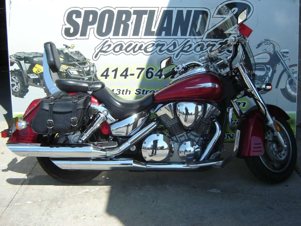 2005 Honda VTX™ 1300R in Oak Creek, Wisconsin - Photo 2