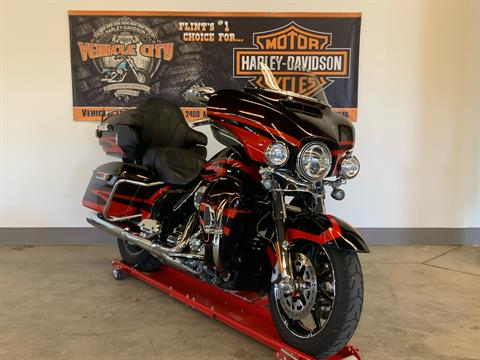 2017 Harley-Davidson CVO™ Limited in Flint, Michigan - Photo 2