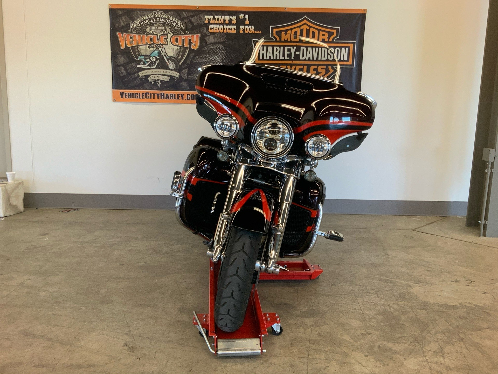 2017 Harley-Davidson CVO™ Limited in Flint, Michigan - Photo 3