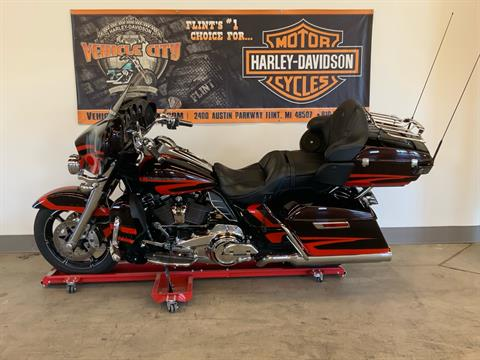 2017 Harley-Davidson CVO™ Limited in Flint, Michigan - Photo 4