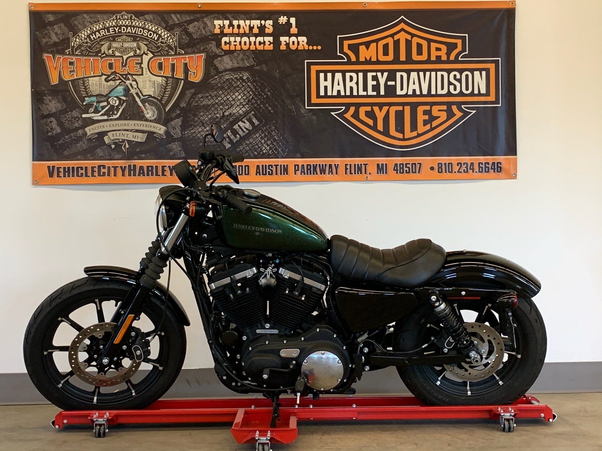 2018 Harley-Davidson Iron 883™ in Flint, Michigan - Photo 4