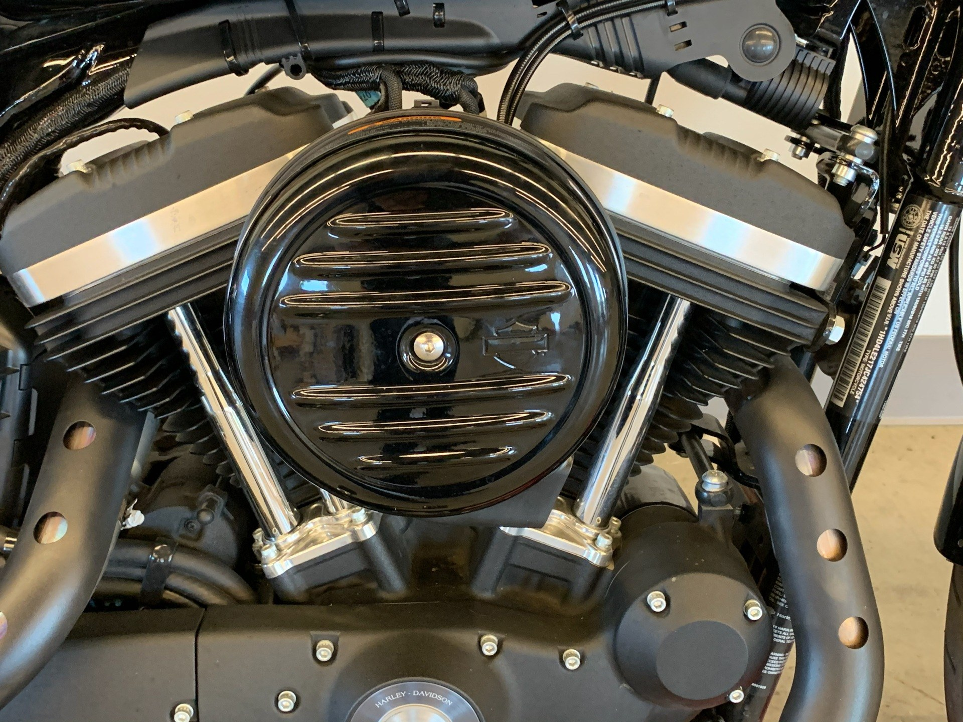 2018 Harley-Davidson Iron 883™ in Flint, Michigan - Photo 7