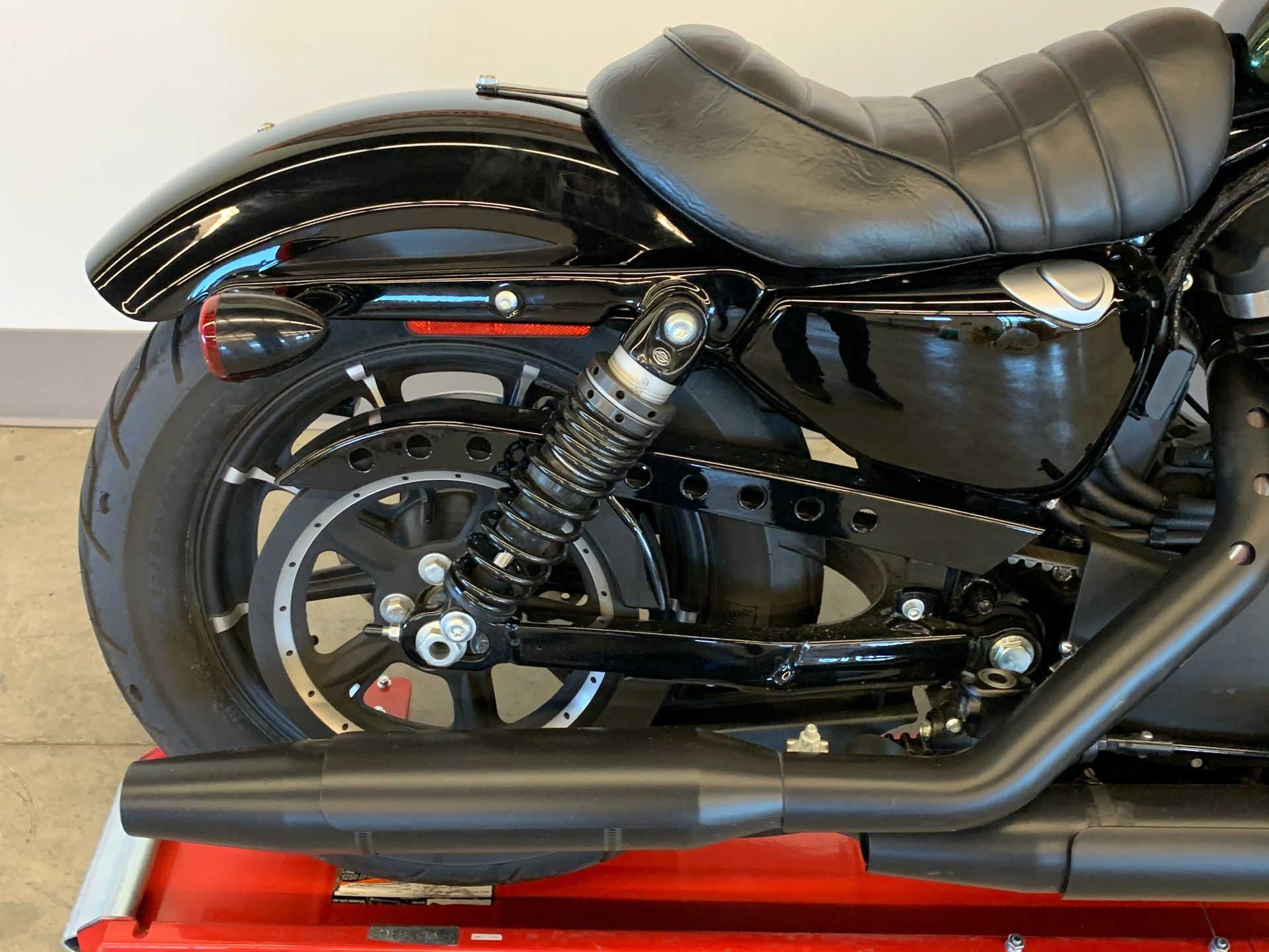 2018 Harley-Davidson Iron 883™ in Flint, Michigan - Photo 9