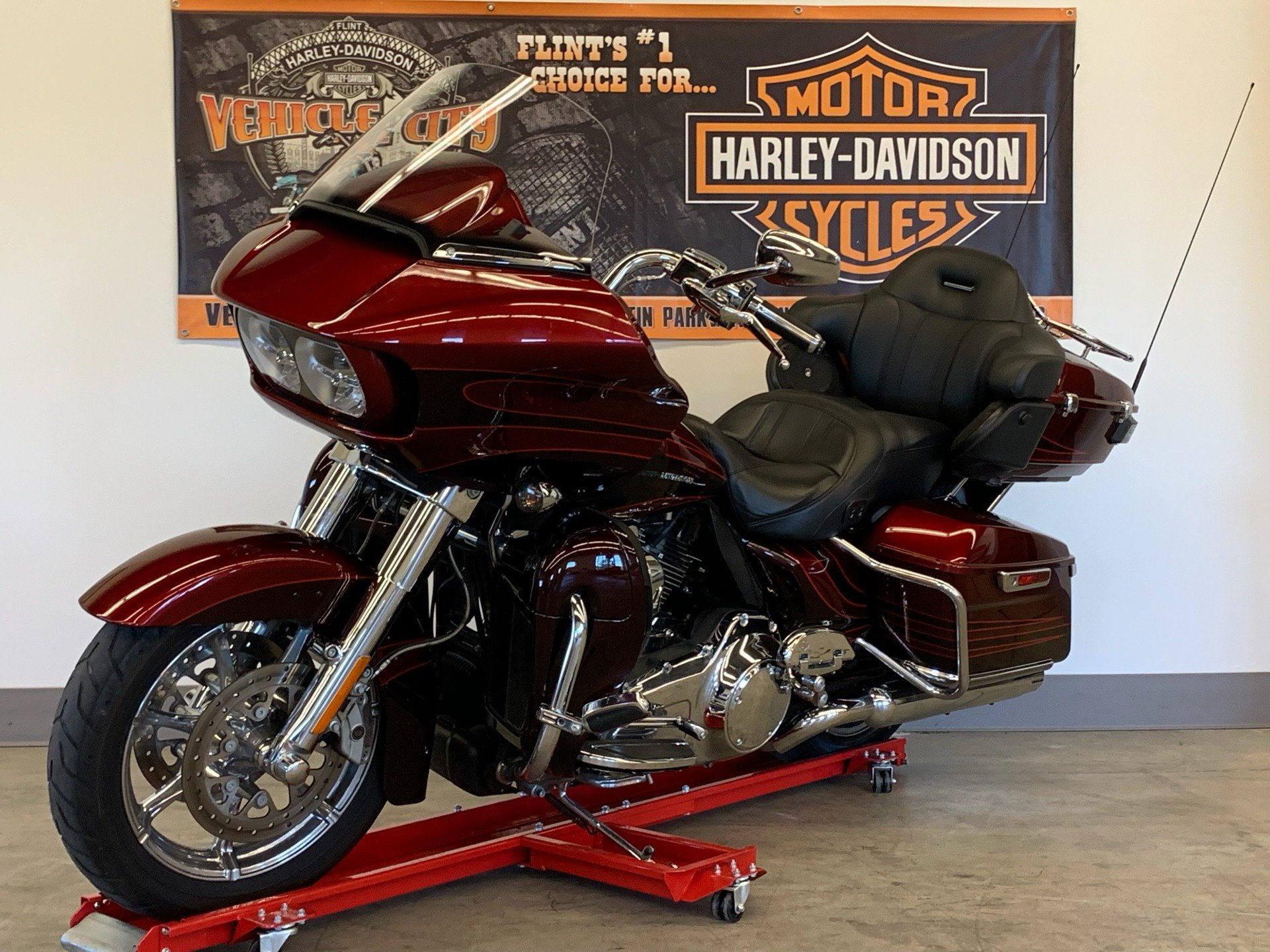 2015 Harley-Davidson CVO™ Road Glide® Ultra in Flint, Michigan - Photo 4