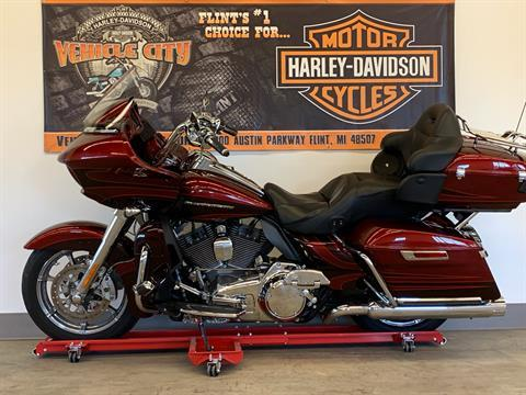 2015 Harley-Davidson CVO™ Road Glide® Ultra in Flint, Michigan - Photo 5