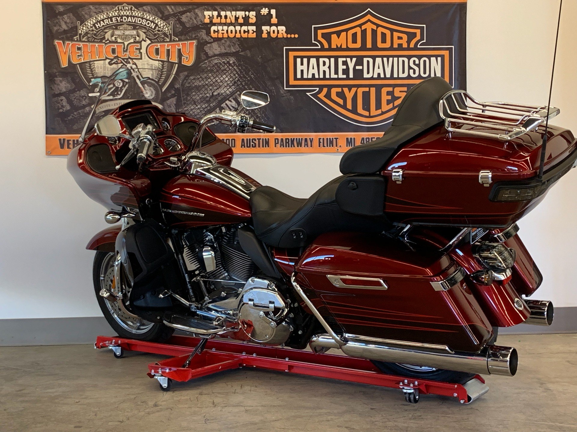 2015 Harley-Davidson CVO™ Road Glide® Ultra in Flint, Michigan - Photo 6