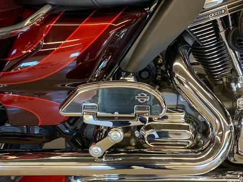 2015 Harley-Davidson CVO™ Road Glide® Ultra in Flint, Michigan - Photo 9