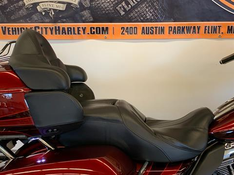 2015 Harley-Davidson CVO™ Road Glide® Ultra in Flint, Michigan - Photo 15