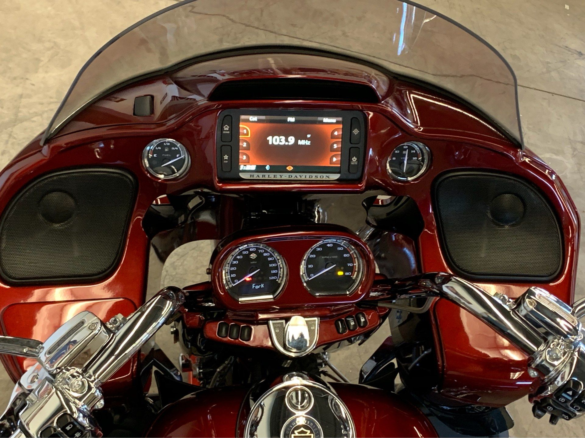2015 Harley-Davidson CVO™ Road Glide® Ultra in Flint, Michigan - Photo 22